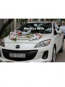 Bộ hoa gắn trên xe cưới có kèm chữ