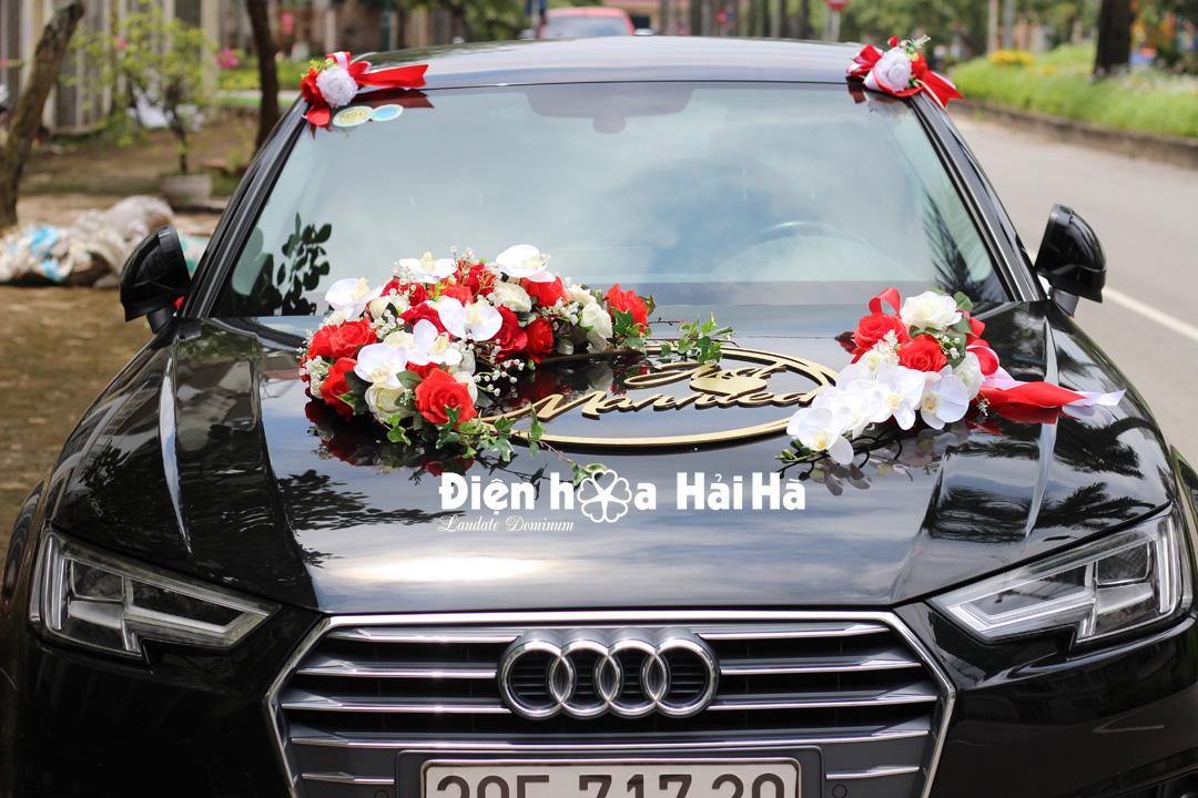 Bán hoa giả trang trí xe cô dâu hoa kèm chữ hình ovan