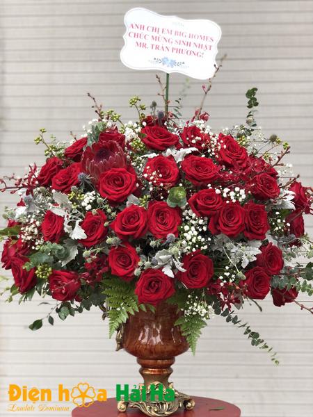 Bình hoa tặng 20 tháng 10 hoa hồng đỏ kèm baby