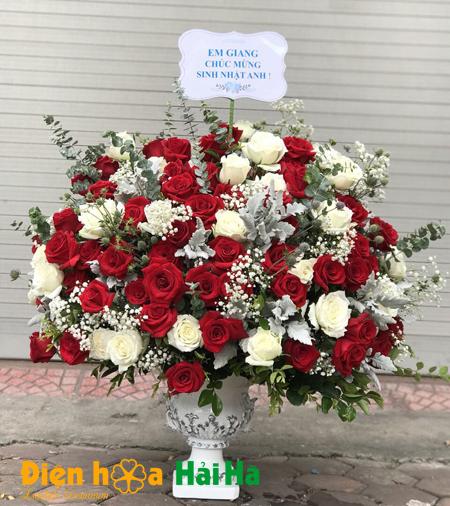 Bình hoa tặng ngày 20/10 hoa hồng đỏ nhập