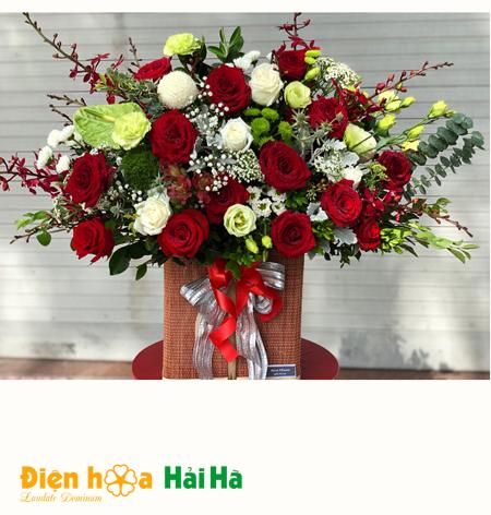 Giỏ hoa đẹp ngày 20/1 hoa hồng và hoa lá phụ