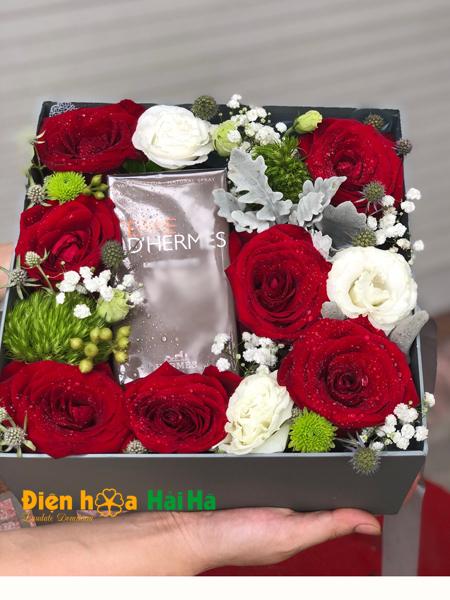 Hộp hoa chúc mừng ngày 20/10 hoa hồng nhập Red