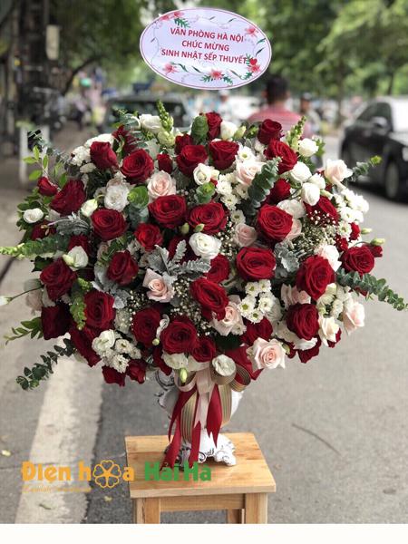Bình hoa tặng 20 tháng 10 sang trọng đằng cấp