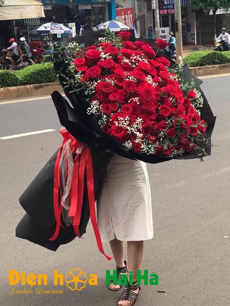 Bó hoa tình yêu si mê siêu khổng lồ