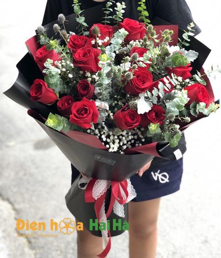 Bó hoa hồng đỏ bên người yêu hoa đẹp ngày 20/10