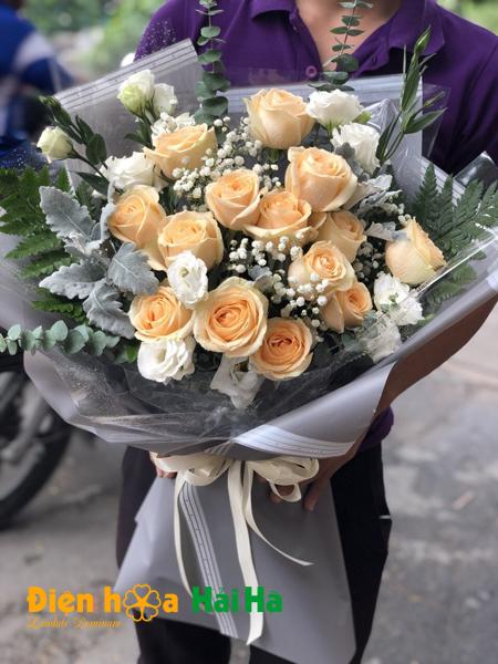 Bó hoa hồng kem dịu dàng ngày 8/3