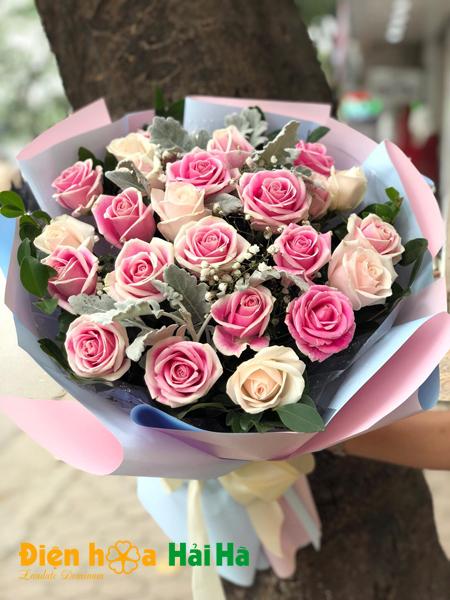 Bó hồng kem dâu vị ngọt ngày 20 tháng 10