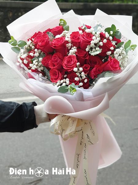 Bó hoa hồng đỏ tặng ngày 8/3-  Chân thành