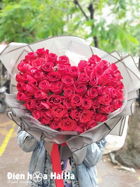 Bó hoa hình trái tim hồng nhập Valentine 2020