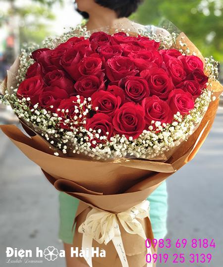 Bó hoa hồng đỏ nhập lưới kèm baby trắng – Lãng mạn bên nhau