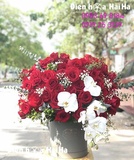 Giỏ hoa hồng đỏ nhập kèm hồ điệp sang trọng ngày Valentine