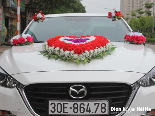 Bộ hoa giả xe cưới hình trái tim