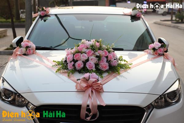 Bộ hoa giả trang trí xe cưới cụm hoa hồng ở giữa