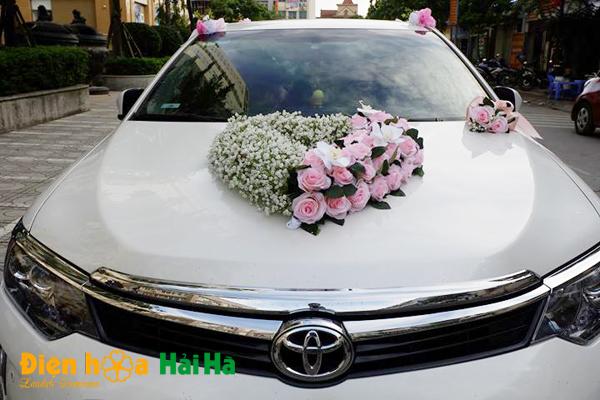 Hoa giả trang trí xe cô dâu baby trắng điệu đà