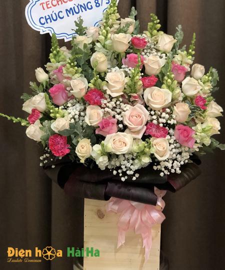 Giỏ hoa hồng sen hồng phấn tặng phụ nữ