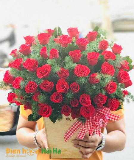 Giỏ hoa hồng đỏ chân thành Ngày báo chí VN