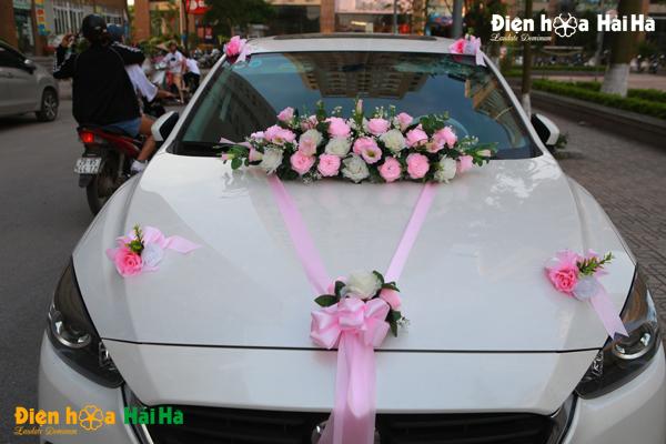 Hoa giả kết xe hoa bằng lụa mầu hồng hiện đại 2020