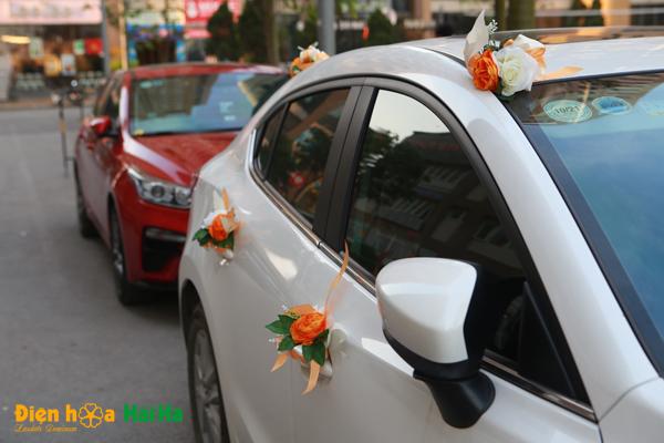 hoa-lua-trang-tri-xe-cuoi-mau-cam-2020