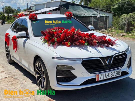 Bộ hoa giả xe cưới mầu đỏ HOT năm 2020