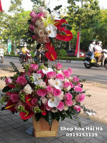 Giỏ hoa chúc mừng ngày 20 tháng 10 giỏ hoa 2 tầng