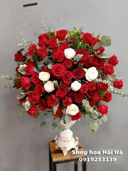 Bình hoa chúc mừng ngày 20 tháng 10 bình hồng đỏ