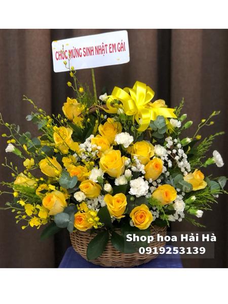 Giỏ hoa ngày 20 tháng 10 hoa hồng vàng