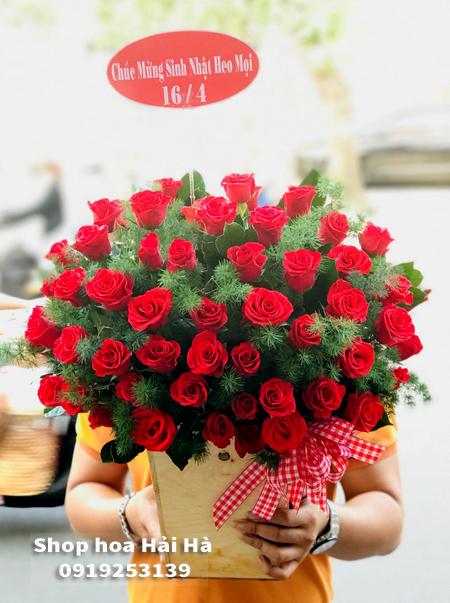 Giỏ hoa tặng ngày 20 tháng 11 hoa hồng đỏ