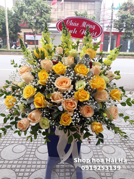 Giỏ hoa tặng mẹ ngày 20 tháng 10 hoa màu vàng