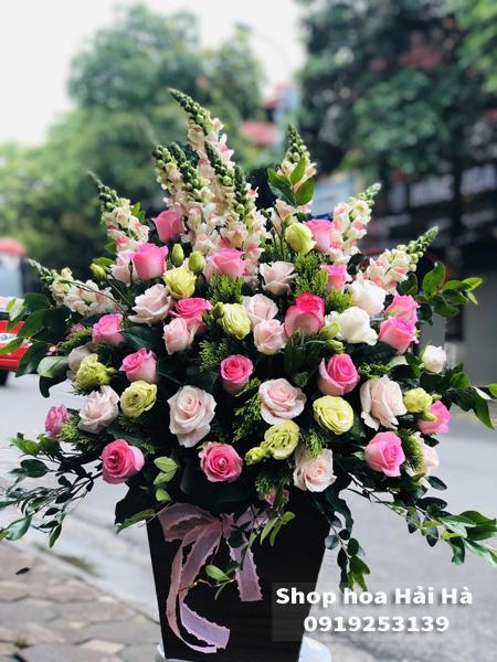 Giỏ hoa tặng ngày 20 tháng 10 hoa hồng sen phấn