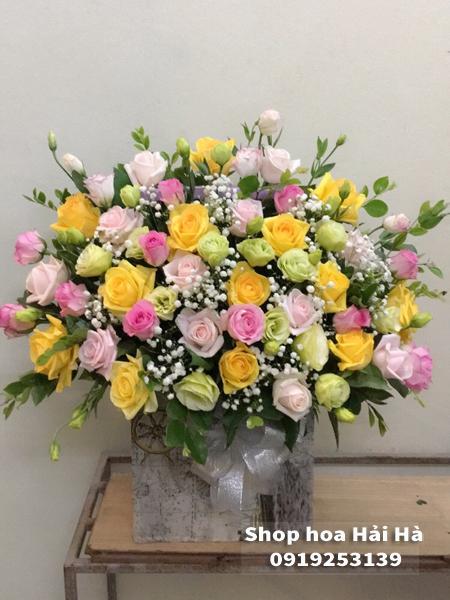 Giỏ hoa chúc mừng ngày 20 tháng 10 hoa hồng vàng hồng sen