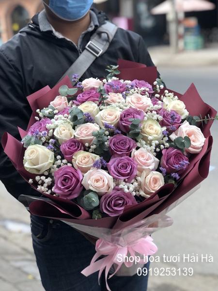Bó hoa mừng ngày 20/10 hoa hồng tím hồng kem