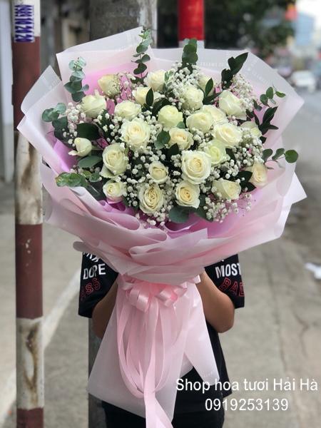 Bó hoa 20-10 hoa hồng trắng thuần khiết