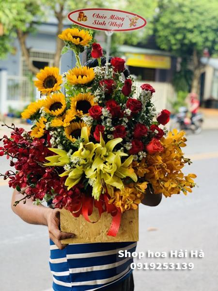 Giỏ hoa tặng ngày 20 tháng 10 hoa tặng mẹ