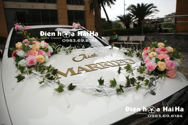 Bộ hoa trang trí xe cưới mẫu năm 2021 hiện đại