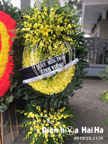 Đặt vòng hoa đám tang ở Hà Nội hoàn toàn bằng lan vàng