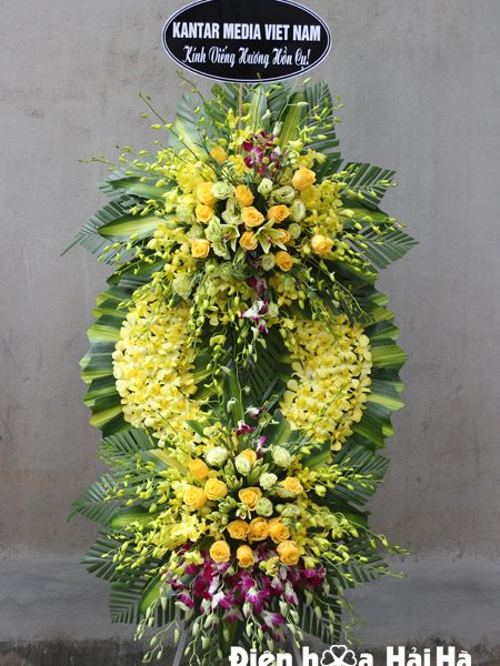 Đặt vòng hoa tang lễ lan vàng đẹp