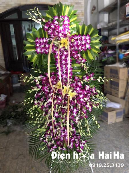 Địa chỉ bán vòng hoa tang lễ hình thập giá tại Hà Nội