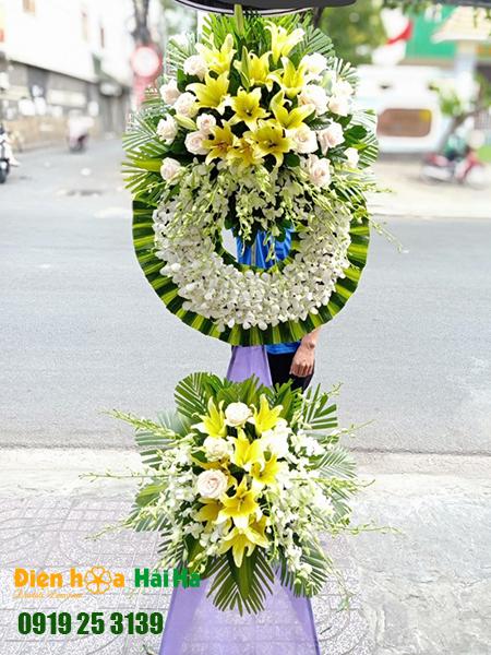 Vòng hoa đám tang lan trắng ly vàng