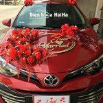 Bộ sưu tập các mẫu hoa giả trang trí xe cưới dành cho xe hoa màu đỏ 2021