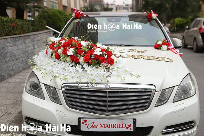 Hoa giả xe cô dâu dải hồng đỏ hiện đại HOT 2021