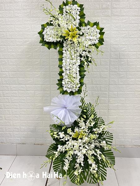 Vòng hoa lan trắng thập giá hai tầng viếng người theo đạo công giáo