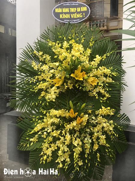 Mẫu vòng hoa viếng tang lễ hoa lan vàng mẫu hiện đại