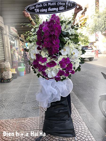 Vòng hoa phúng điếu hồ điệp tím trang trọng nhất