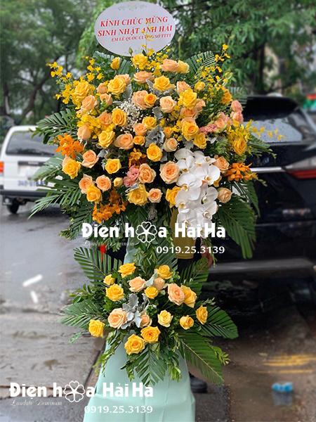 Hoa chúc mừng ngày lễ tông vàng sang trọng