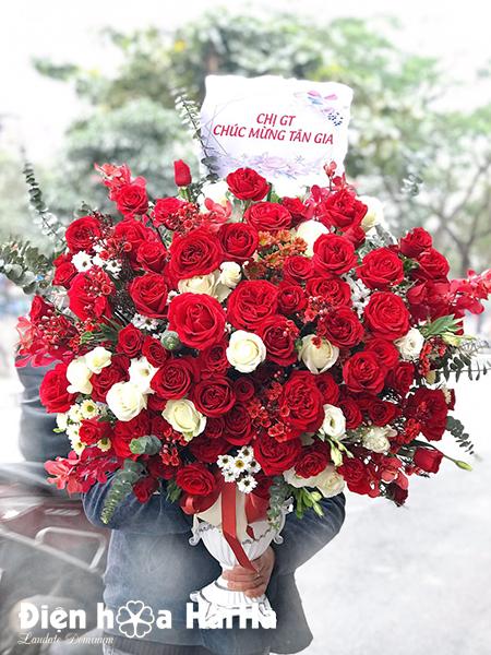 Bình hoa sinh nhật màu đỏ – Thời thượng