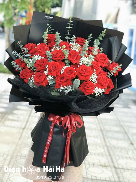 Bó hoa hồng đỏ tặng vợ – Thấu hiểu