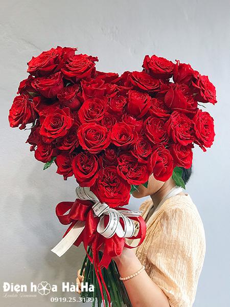 Bó hoa 20/10 hồng đỏ – Mộc Mạc