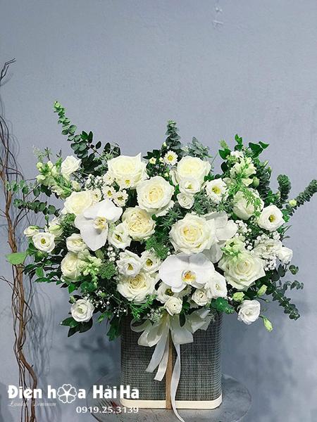 Giỏ hoa hồng trắng đẹp – Mầm xuân