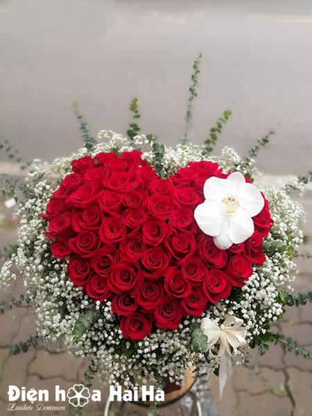 Giỏ hoa sinh nhật hồng đỏ – Hạnh phúc đong đầy
