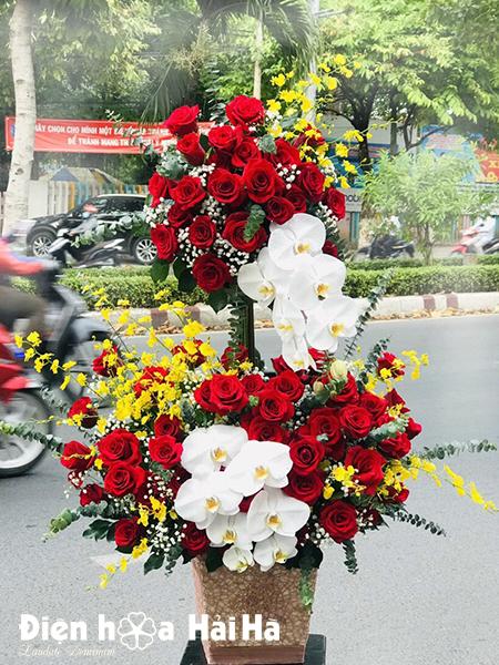 Giỏ hoa tặng sinh nhật hồng đỏ – Rạng rỡ